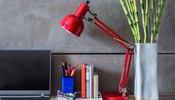 8_Schreibtisch